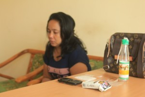 EH (35) yang diduga kurir bandar narkoba beserta barang bukti diamankan di Mpaolres Penajam Paser Utara (Suherman - Hello Borneo)