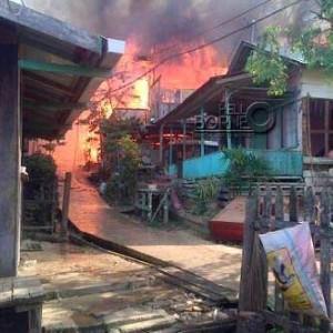 Kebakaran   yang terjadi di dua RT yakni 05 dan 06 Desa Telemow, Kecamatan Sepaku, Kabupaten Penajam Paser Utara (Suherman - Hello Borneo).