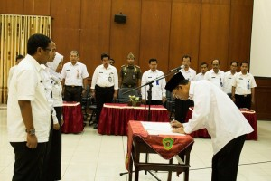 Proses pengambilan sumpah janji dan pelantikan pejabat struktural eselon II,III, dan IV di lingkungan Pemerintah Kabupaten Penajam Paser Utara (Suherman - Hello Borneo)
