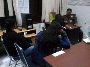 Tiga wanita diamankan di Kantor Satpol PP Kabupaten Penajam Paser Utara, karena tidak memilki kartu identitas atau KTP (AH Ari B - Hello Borneo)