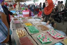 BPOM saat melakukan pemeriksaan kesejumlah pasar besar di Palangka Raya. (Eef - Hello Borneo)