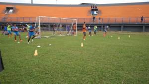 Pemain PBFC mengikuti latihan. (MR Saputra - Hello Borneo)