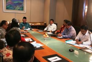 Gubernur Kalimantan Timur Awang Faroek Ishak , pimpin rapat koordinasi pembangunan jembatan penghubung Penajam-Balikpapan, di Jakarta (Subur Priono - Humas Setkab Penajam Paser Utara)