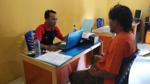Pelaku diamankan Reskrim Polsekta Sungai Kunjang. (Dha - Hello Borneo)