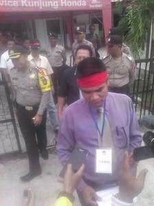 E.V.Romong selaku wakil ketua koordinator gerakan penyelamat pemilu Kalteng. (Eef JKN - Hello Borneo)