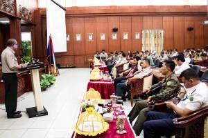Kepala Badan Penangulangan Bencana Daerah Proviunsi Kalimantan Timur saat memaparkan materi pada Rakorda Penanggulangan Bencana di Kabupaten Penajam Paser Utara (Suherman - Hello Borneo)