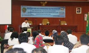 Asisten Administrasi Umum Sekretariat Kabupaten Penajam Paser Utara, Alimuddin MAP mebuka sosialisasi pelaksanaan pencocokan dan penelitian data kependudukan 2016 (Subur Priono - Humas Setkab Penajam Paser Utara).jpg