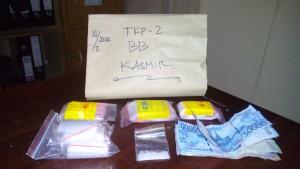 Barang bukti yang berhasil disita Satuan Reserse Narkoba Polres Penajam Paser Utara, dari tangan tersangka Ksr (AH Ari B - Hello Borneo)