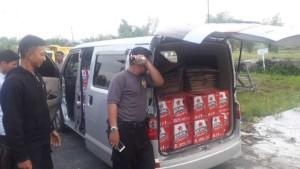 Kepolisian Resor Kabupaten Penajam Paser Utara, menyita ribuan botol minuman keras asal Balikpapan dari sebuah kendaraan roda empat KT 1965 KH (Ist)