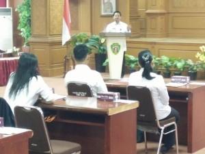 Pelaksana Tugas Sekretaris Kabupaten Penajam Paser Utara, Tohar saat membuka ujian dinas tingkat I PNS setingkat II D (AH Ari B - Hello Borneo)