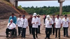 Presiden Joko Widodo beserta rombongan saat berada di ruas tol  kilometer 13 Balikpapan (Ist)