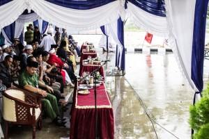 Walaupun diguyur hujan ratusan jamaah hadiri pengajian yang digelar Pemerintah Kabupaten Penajam Paser Utara (Suherman - Hello Borneo)