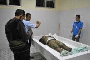 Jasad Cecep Supriadi di Rumah Sakit Umum Daerah Kabupaten Penajam Paser Utara (AH Ari B - Hello Borneo)