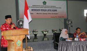Kepala Kemenag Kabupaten Penajam Paser Utara, Hakimin membuka pelatihan pemuda lintas agama (Iskandar - Humas Setkab Penajam Paser Utara)