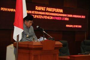 Bupati Penajam Paser Utara, Yusran Aspar menyampaikan LKPJ tahun anggaran 2015 di gedung Paripurna DPRD (Subur Priono - Humas Setkap Penajam Paser Utara)