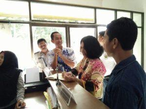 Hetifah sedang Meninjau Pelayanan Publik di Kelurahan Sepinggan Raya. (Ist)