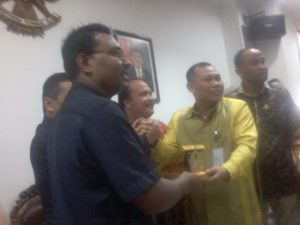 Akrab. Suasana keakraban terlihat saat mengunjungi DPRD Kota Balikpapan. (Ramadhanesia - Hello Borneo)