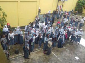Suasana demo siswa dan guru SMK Pertiwi Balikpapan. (Ramadhanesia - Hello Borneo)