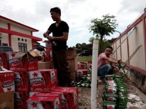 Kejaksaan Negeri Kabupaten Penajam Paser Utara, memusnahkan 1.080 botol minuman keras (AH Ari B - Hello Borneo)