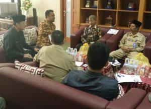 Rapat persiapan pelaksanaan Nusantara Mengaji di ruang kerja Wakil Bupati Penajam Paser Utara, Mustaqim MZ (AH Ari B - Hello Borneo)