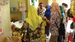 Disperindagkop UKM Kabupaten Penajam Paser Utara lakukan razia makanan dan minuman kemasan kedaluwarsa (AH Ari B - Hello Borneo)