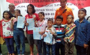 Empat pecatur junior Kabupaten Penajam Paser Utara meraih medali pada Kejurprov Catur Kaltim junior 2016 (Subur Priono - Humas Setkab Penajam Paser Utara)
