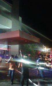 Gedung BRI Kota Samarinda terbakar. (MR Saputra - Hello Borneo)