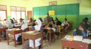 Siswa Madrasah mengikuti kompetisi sains Madrasah tingkat Kabupaten Penajam Paser Utara (Iskandar - Humas Setkab Penajam Paser Utara)