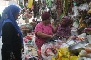 Suasana Pasar Penajam. (MR Saputra - Hello Borneo)