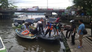 Evakuasi jasad bocah tenggelam di Samarinda oleh tim gabungan. (MR Saputra - Hello Borneo)