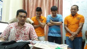 Satreskoba Polres Samarinda mengamankan tersangka narkoba. (MR Saputra - Hello Borneo)