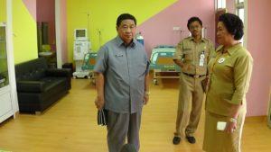 Bupati Yusran Aspar saat meninjau RSUD Kabupaten Penajam Paser Utara (AH Ari B - Hello Borneo)