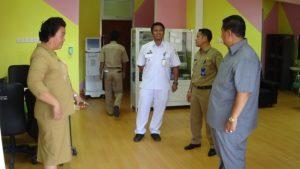 Bupati Yusran Aspar saat meninjau RSUD Kabupaten Penajam Paser Utara (AH Ari B - Hello Borneo).