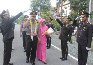 Upacara pisah sambut Kapolres Penajam Paser Utara, AKBP Raden Djarot Agung Riadi digantikan AKBP Teddy Rystiawan (MR Saputra - Hello Borneo)