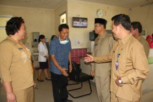 Wakil Bupati Mustaqim MZ bersama Sekretaris Kabupaten Penajam Paser Utara, Tohar melakukan sidak ke sejumlah SKPD pascacuti Lebaran 2016 (Iskandar - Humas Setkab Penajam Paser Utara)