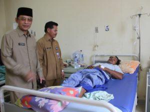 Wakil Bupati Mustaqim MZ bersama Sekretaris Kabupaten Penajam Paser Utara, Tohar saat sidak ke RSUD pada hari pertama masuk kerja pascacuti Idul Fitri 2016 (AH Ari B - Hello Borneo)