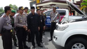 Wakil Bupati  Penajam Paser Utara, Mustaqim MZ bersama Kapolres AKBP Raden Djarot Agung Riadi  melakukan pengecekanpersiapan sarana prasarana Operasi Ramadhania 2016 (AH Ari B - Hello Borneo)