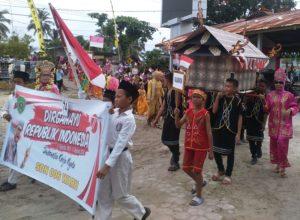 Pawai Pembangunan menyambut dan memeriahkan HUT Kemerdekaan RI ke-71 di Kecamatan Waru, Kabupaten Penajam Paser Utara (Subur Priono - Humas Setkab Penajam Paser Utara)