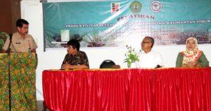 Asisten III Administrasi Umum Sekretariat Kabupaten Penajam Paser Utara, Alimuddin membuka pelatihan dan pemberdayaan petani sawit (Iskandar - Humas Setkab Penajam Paser Utara)
