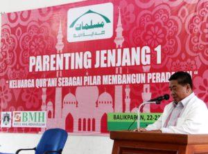 Bupati Penajam Paser Utara, Yusran Aspar menjadi pembicara Parenting Jenjang 1 yang digelar Muslimah Hidayatullah se Kalimantan Timur di Kota Balikpapan (Iskandar - Humas Setkab Penajam Paser Utara).