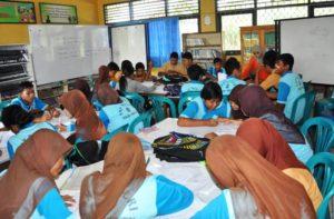 Kegiatan belajar mengajar disalah satu sekolah di Kabupaten Penajam Paser Utara (Subur Priono - Humas Setkab Penajam Paser Utara)