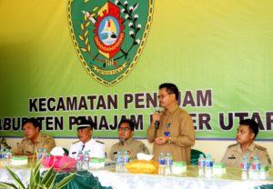 Sekretaris Kab PPU, Tohar berikan sambutan sebelum tim verifikasi dan penilaian lomba desa tingkat Kaltim melakukan penilaian terhadap Desa Sidorejo (Iskandar - Humas Setkab PPU)