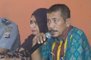 Lurah Kampung Baru, Mujiono saat memberikan masukan pada mediasi. (MR Saputra - Hello Borneo)