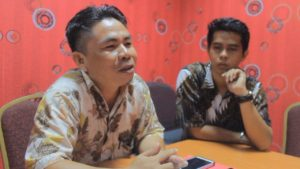 Anggota DPRD Kabupaten Penajam Paser Utara Dapil Sepaku, Sariman Sahyo (Kiri(. (MR Saputra - Hello Borneo)