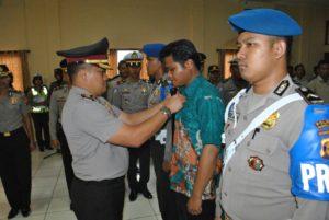 Kapolres Penajam Paser Utara AKBP Teddy Ristiawan memberhentikan anggotanya yang indisipliner. (MR Saputra - Hello Borneo)