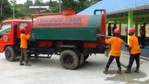 Mobil pengangkut tinja DKPP Kabupaten Penajam paser Utara. (AH Ari B - Hello Borneo)