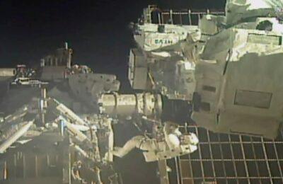 Astronot NASA Chris Cassidy dan Bob Behnken saat melakukan spacewalk di luar ISS. (Ist)