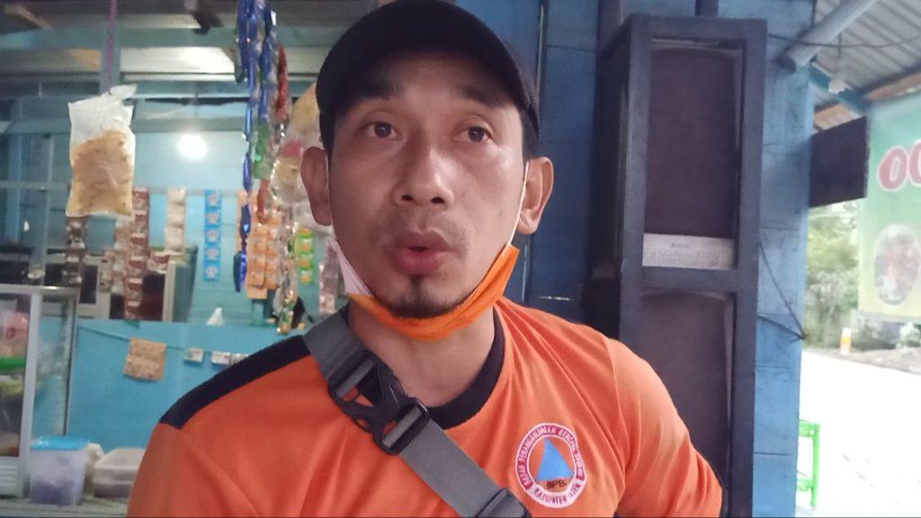 Anggota Badan Penanggulangan Bencana Daerah (BPBD) Kabupaten Paser, Putu. (TB Sihombing)