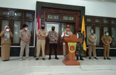 Tim gugus tugas covid-19 kota Samarinda, saat melakukan konferensi pers di rumah jabatan walikota Samarinda. (MF An Nur)