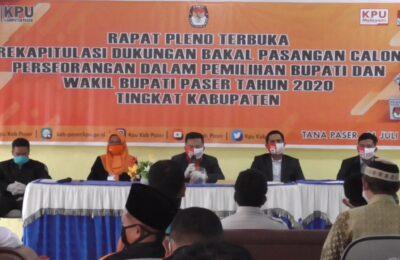 5 Komisioner KPU Kabupaten Paser, saat Rapat Pleno Rekapitulasi Dukungan. (TB Sihombing)